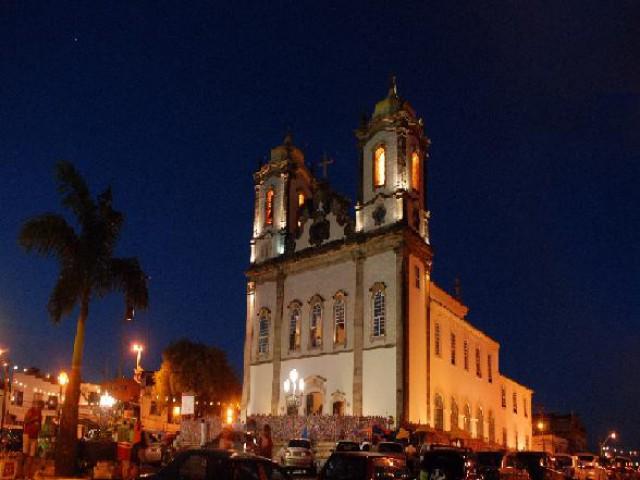 Acervo artístico-cultural das igrejas atrai  turistas que visitam Salvador
